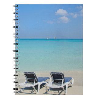 Varadero, Cuba. Sillas de la arena y de playa Spiral Notebooks