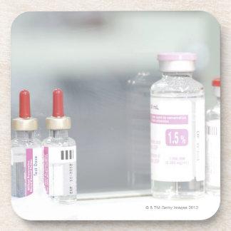 Variedad de soluciones médicas posavasos de bebidas