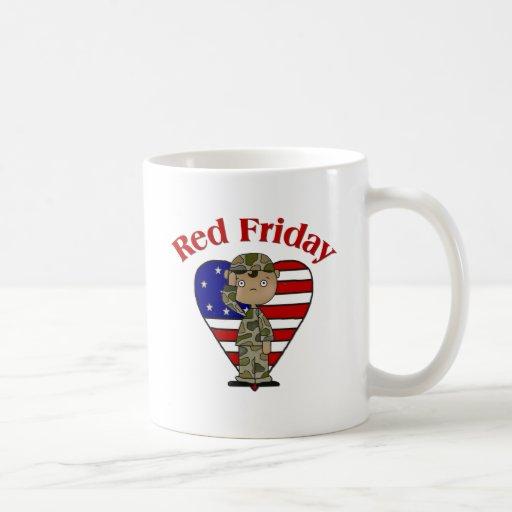 Varón afroamericano rojo del ejército de viernes taza de café