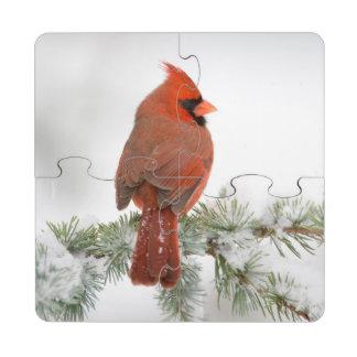 Varón cardinal septentrional en cedro de atlas posavasos de puzzle