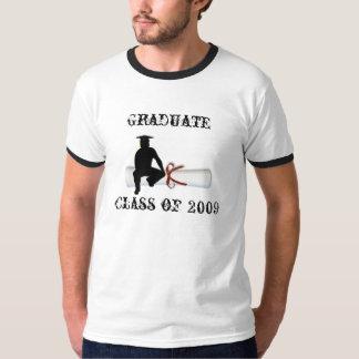 Varón graduado del diploma playera