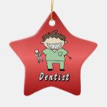 Varón profesional del dentista del empleo personal ornato