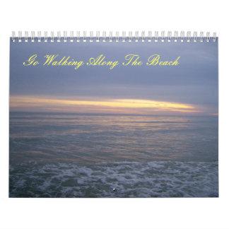 Vaya a caminar a lo largo de calendario de la isla