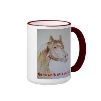 Vaya a trabajar en un caballo taza de dos colores