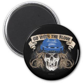Vaya con el flujo (azul) imán redondo 5 cm