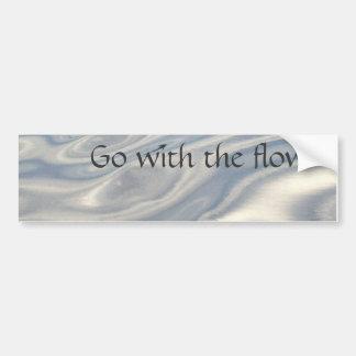 Vaya con el flujo (el agua) etiqueta de parachoque
