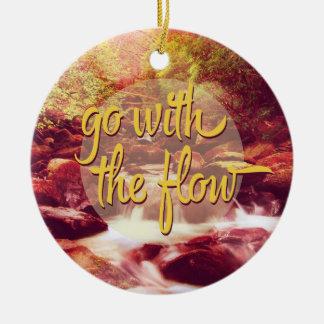 Vaya con el río del flujo adorno redondo de cerámica