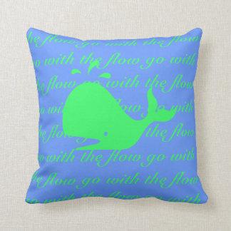 Vaya con la ballena del flujo almohada