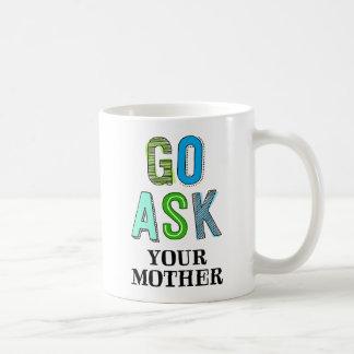 Vaya preguntan a su madre taza básica blanca