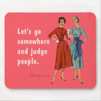 Vayamos en alguna parte y juzguemos a la gente mouse pad