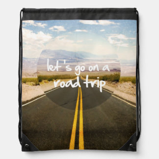 Vayamos en un viaje por carretera mochilas