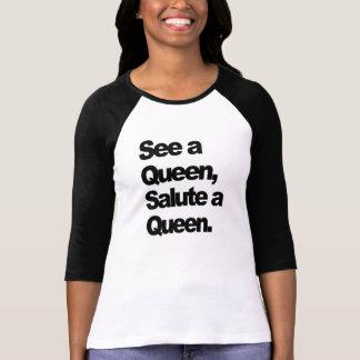 Vea a una reina, salude una camiseta de las mujere playeras