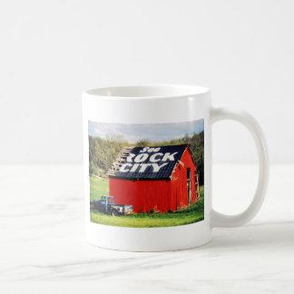 Vea el granero de la ciudad de la roca tazas de café