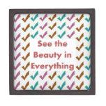 Vea la belleza en todo - las palabras de la sabidu cajas de recuerdo de calidad