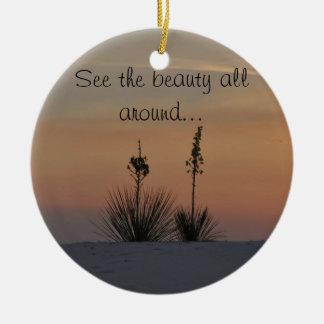 Vea la belleza todo alrededor… adorno navideño redondo de cerámica