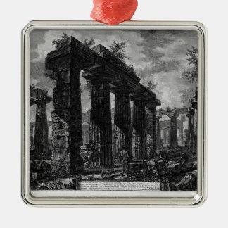 Vea los restos de los pronaos de Juan Adorno Navideño Cuadrado De Metal