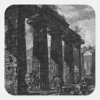 Vea los restos de los pronaos de Juan Pegatina Cuadrada