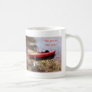 Véale en el río tazas de café