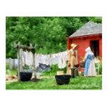 Vecinos que cotillean en Washday Postal