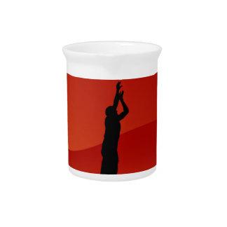Vector de la silueta del tiro en suspensión del jarras para bebida