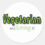 Vegetariano y amándolo pegatina redonda