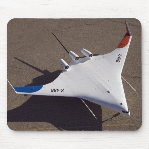 Vehículo aéreo sin tripulación mezclado X-48B del  Tapetes De Ratón