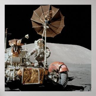 Vehículo de vagueación lunar de Apolo 17 Posters
