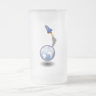 Vehículo espacial y globo del dibujo animado taza de cristal