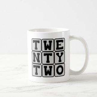Veintidós, número 22 taza básica blanca
