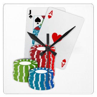 Veintiuna con las fichas de póker reloj cuadrado