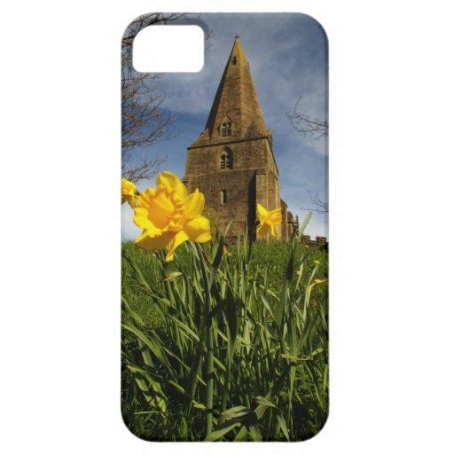 veiw precioso de la iglesia con los narcisos amari iPhone 5 Case-Mate cárcasas