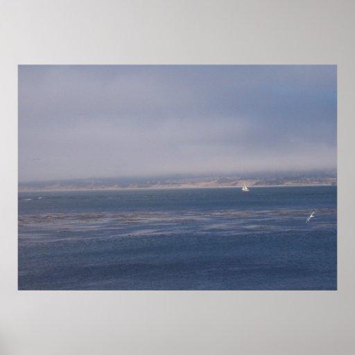 Vela a solas en la bahía de Monterey Poster