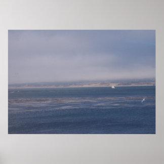 Vela a solas en la bahía de Monterey Póster
