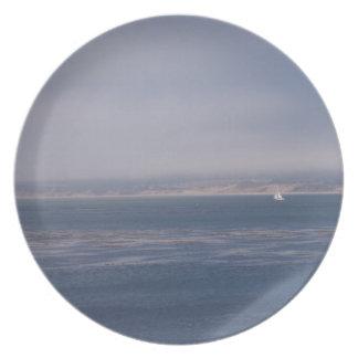 Vela a solas en placa de la bahía de Monterey Plato De Comida
