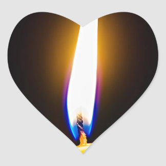 Vela ardiente de la cera pegatina en forma de corazón
