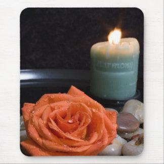 Vela color de rosa y de la armonía anaranjada tapetes de ratón