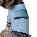 Vela cuidadosamente formada escamas camisetas de mascota
