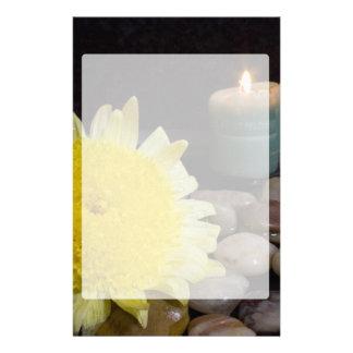 Vela de la armonía y flor amarilla papeleria de diseño