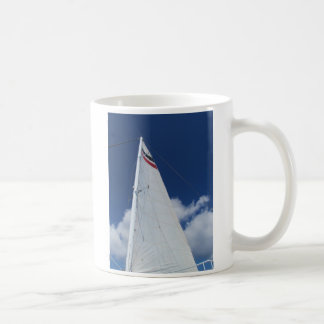 Vela del velero tazas de café