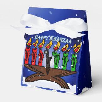 Vela Kinara de Kwanzaa con nieve y el saludo Cajas Para Regalos De Boda