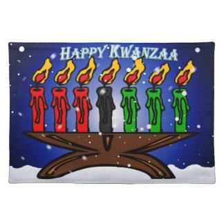 Vela Kinara de Kwanzaa con nieve y el saludo Mantel Individual