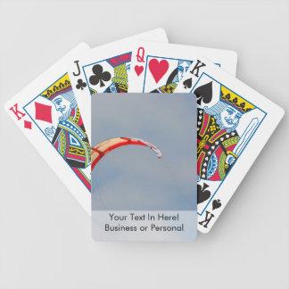 Vela roja de Windboard contra el cielo azul Baraja Cartas De Poker