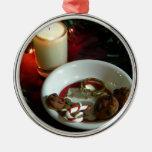 Vela V de la galleta del navidad Adorno Redondo Plateado