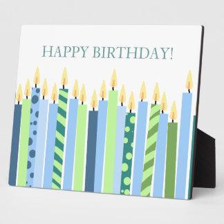 Velas azules y amarillas de cumpleaños de los much placa de plastico