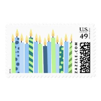 Velas azules y amarillas de cumpleaños de los sello