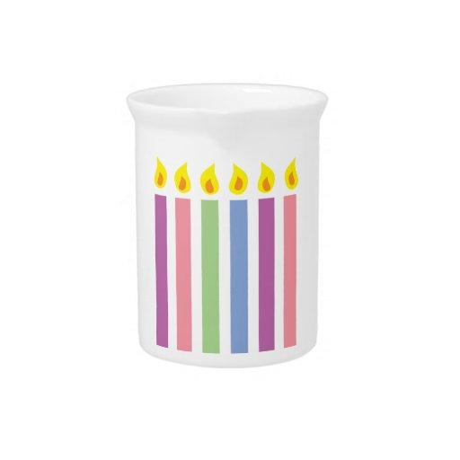 Velas coloridas multicoloras del cumpleaños jarrón