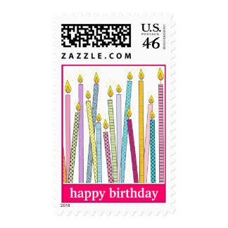 ¡Velas del feliz cumpleaños a montones en rosas f