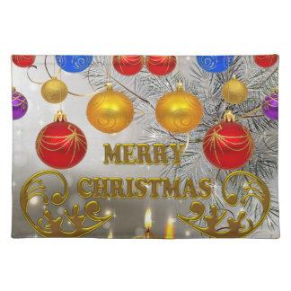 Velas del navidad del oro y de la plata y bulbos manteles