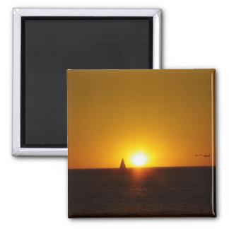 Velas en la puesta del sol en la playa de Mullallo Iman