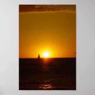 Velas en la puesta del sol en la playa de Mullallo Poster